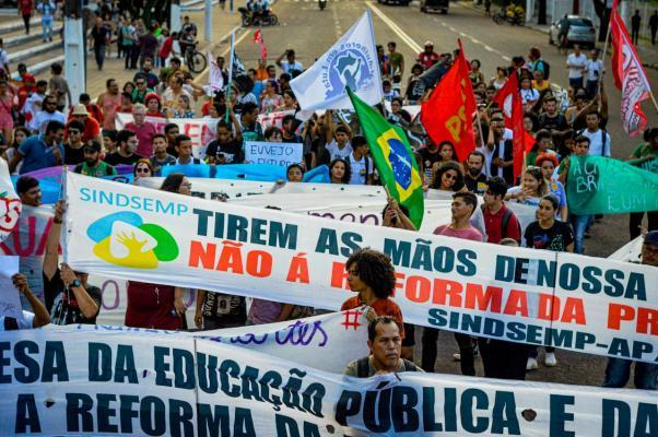 http://sindsemp.org/index.php?option=com_content&view=article&id=152:em-defesa-da-aposentadoria-e-contra-o-corte-de-verbas-na-educacao&catid=98&Itemid=500